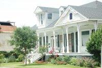 biały dom jednorodzinny