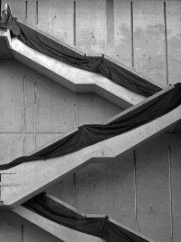 Betonowa fasada schodów