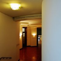 drzwi na korytarzu