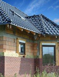 W drugim etapie budowy ściany trójwarstwowej układa się izolację  i muruje elewację z cegieł